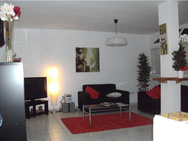 A very nice house near Mar, El Medano three bedrooms, a living room with TV